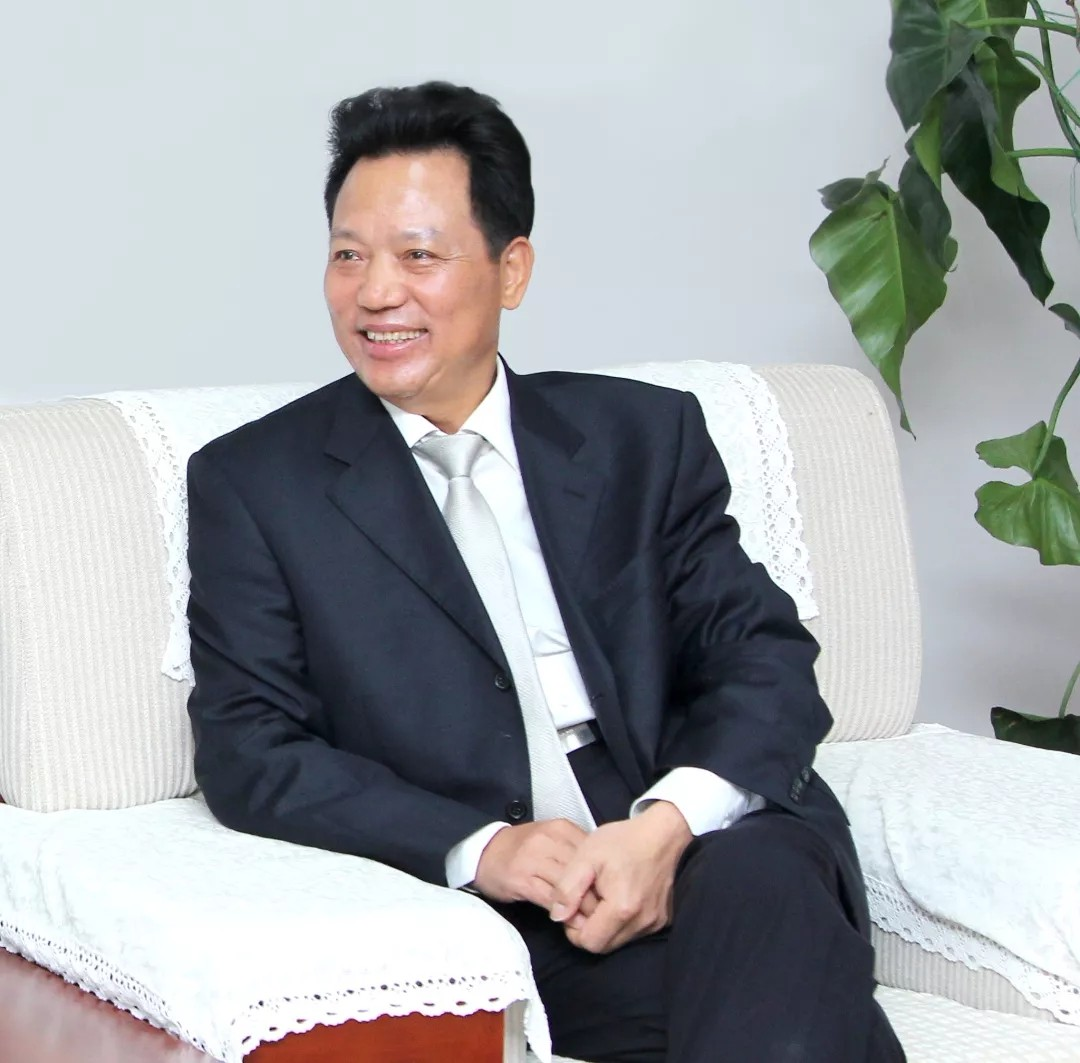兴发娱乐首页登录董事长任玉奇获得中国房地产品牌贡献人物